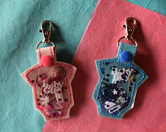 Baby Onsie Keychain- Its a boy/ its a girl