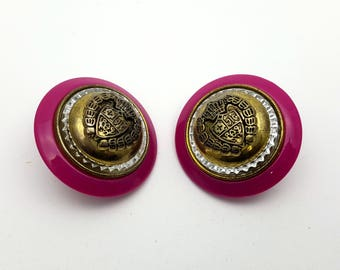 Clip On Crest Insignia Gold Tone and Fuchsia Pink Plastic Round Stud Earrings Vintage from the 80s Shield Coat of Arms Emblem Badge Regalia