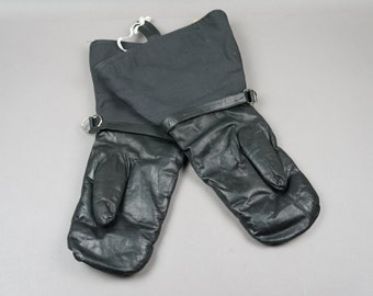 aviation gloves, motorcycle gloves, leather gloves, aircraft, aircraft attributes, aviation collection, aviation decor