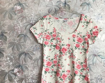 White rose floral short sleeve top