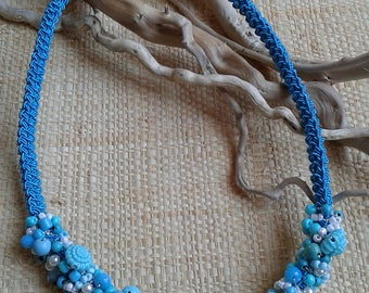 Choker necklace made in crochet