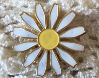 Vintage Daisy Flower Pin