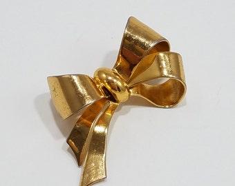 Beautifully Simple Coro Gold Tone Bow Brooch