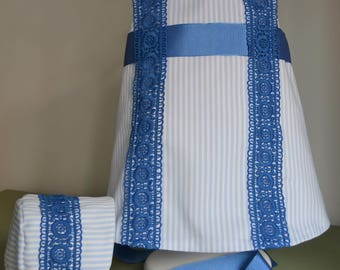 Girl dress blue and white striped pique,lined in batiste,blue lance of guipure, grosgrain ribbon,two buttons in the back.Handmade.Bebesitos.
