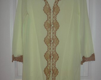 Vintage EMILIO PUCCI Amazing Green and Lace Robe size small