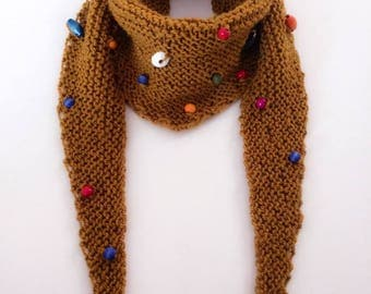 Knitting scarf with wooden beads