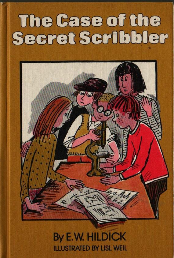 The Case of the Secret Scribbler - E. W. Hildick - Lisl Weil - 1978 - Vintage Kids Book