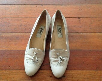 Vintage 1990s Bally Cream Tassel Tuxedo Loafer shoes size 9 Narrow