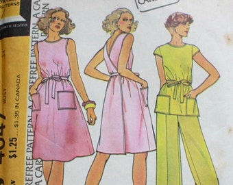 "McCall's 4047 by Halston / 1970s dress sewing pattern / 70s wrap dress with pockets / 1970s pants suit / bust 34"" waist 26.5"""