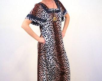 Natasha, 70s Leopard Print Dress, Leopard Lounge Dress, House Dress, Pool Dress, Mod Leopard Dress, Leopard Pullover Dress, L