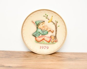 Vintage 1979 Annual Hummel Plate- Decorative Plate- Goebel Plate- Bas Relief- Collectible Plate- German Plate- Wall Plate- Hanging