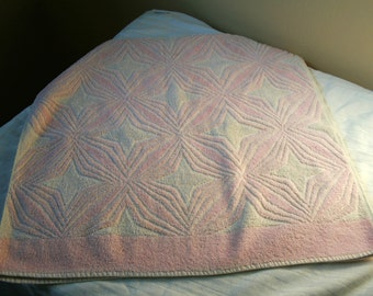 Unusual 1950s Cannon scuplted bath towel pink with starburts