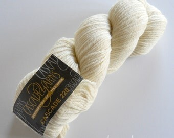 YARN. Cascade 220 CREAM 100% Wool Worsted Weight Yarn, Color #8010
