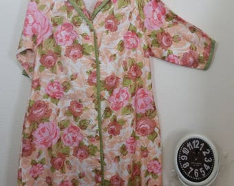 VINTAGE Robe. Cotton, Rose Floral, Pockets, by Barbizon, Pink and Green