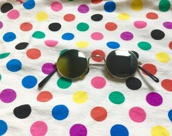 1970s elton john sunnies // dark tint round sunglasses // vintage hippie style