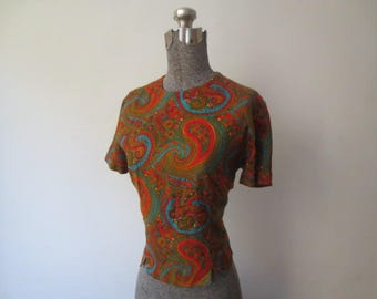 Vintage '50s/'60s Majorette Paisley Short Sleeve Blouse, Nipped Waist and Buttons Down the Back, 36 Inch Bust