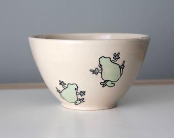 Tree Frog Bowl Handmade Ceramic Cereal or Soup Bowl Illustrated pottery handmade ceramics