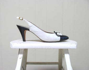 Vintage 1980s Shoes / 80s White Navy Leather Cap Toe Slingbacks with Bow / US Size 8 AA