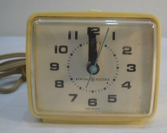 GE Alarm Clock Model No. 7372-2A Pale Yellow Works Vintage Alarm Clock