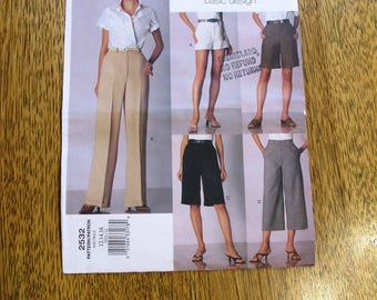 Vogue BASIC Pants Pattern - Micro-Mini Shorts, Straight-Legged Pants, Capris - Size (12 - 14 - 16) - UNCUT Vintage Sewing Pattern Vogue 2532