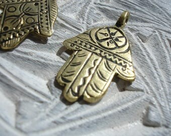 Moroccan brass small hand engraved Hand pendant with zig zags