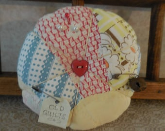 Primitive Vintage Quilt Pin Keep Handquilted Fan Pin Cushion Ornament