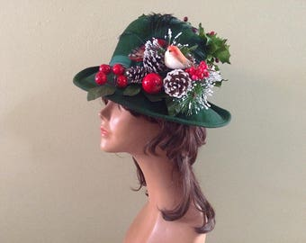 GORGEOUS Vintage 50s Christmas Party Hat Rockabilly Pin Up Green felt fedora with Cherries bird holly pinecones & snow covered tree branch