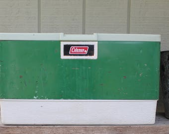 Vintage 1974 Classic Green Metal Coleman Cooler // Scruffy Classic Coleman Green // Ice Chest