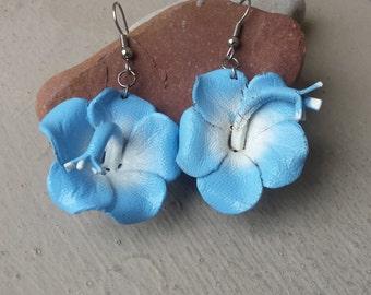 Sky Blue & White Leather Hawaiian Tropical Hibiscus Flower Pierced Earrings, Light Baby Blue Flower Beach Bride Wedding Earrings Jewelry
