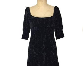vintage 1990's BETSEY JOHNSON velvet mini dress / black / crushed velvet / women's vintage dress / tag size P
