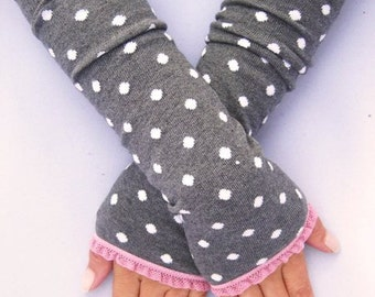 Arm warmers, fingerless gloves in grey points, ruffle pink