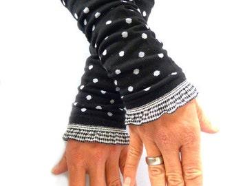 Arm warmers, fingerless gloves in black points, black white ruffle