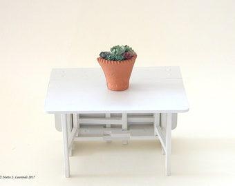 Dollhouse plants - House leeks in large terracotta wall flower pot - 12th scale miniature (GF112)
