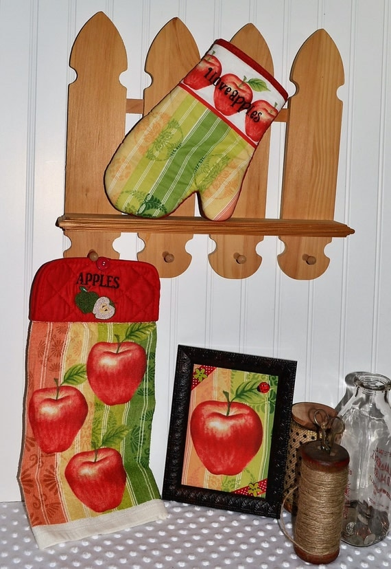 Apple embroidered kitchen linen set red apple kitchen d cor for Red apple decorations for the kitchen
