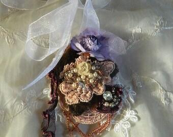 Pin/ pendentif baroque, ornate, embroidered, victorian era, romantic ornated pin/ necklace