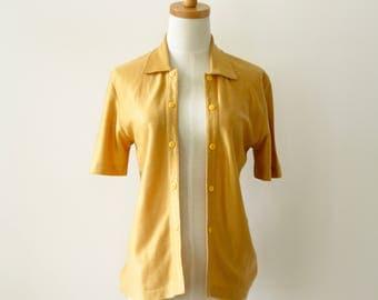 Mustard knit cardigan. 70s yellow cardigan. Summer 60s top. Saffron summer shirt. Rockabilly shirt. Gold Vintage cardigan. Sunflower top. M