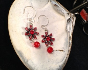E093, Poinsettia Christmas Dangles