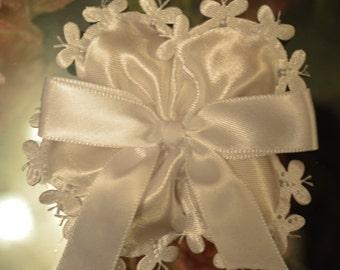 LOT OF 10 Confetti Flower white, Almond Favors, Bomboniere, Italian favors, Jordan almonds flowers, Koufeta, Favours, baptism favors