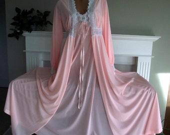 Vintage Olga Secret Hug Peignoir Set! Rare Rich Coral Pink Color! Olga Nightgown Peignoir Excellent Condition Super Soft! Gorgeous Set! 36
