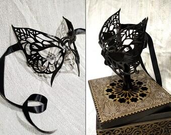 Masque papillon cuir avec boîte/exposant