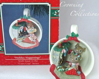 Enesco Cozy Cup Holiday Happenings Mice Treasury of Christmas Ornament 6th in Series Mice hanging Stockings Mantle Teacup M. Gilmore Designs
