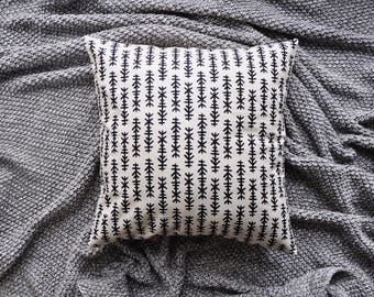 Tribal Cushion Cover, Throw Pillow Cover, Throw Cushion Cover, Decorative Cushion Cover, Decorative Pillow Cover - White & Black