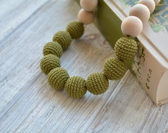 Teething Necklace for mom - Crochet nursing necklace with wooden beads, Chewable necklace, Baby friendly necklace