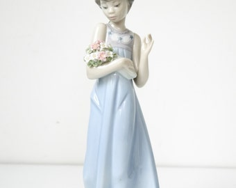 Lladro Flowers of The Season Girl with Flowers