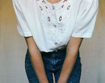 80 shirt// lace embroidery// S size