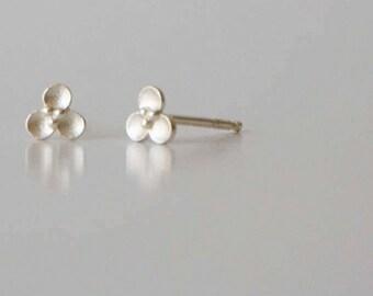Tiny Flower Stud Earrings, Post Earring, Silver Earring, Delicate Earring, Small Earrings, Silver Stud Earrings, Sterling Silver Studs