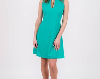 Short dress turquoise with a back cutout