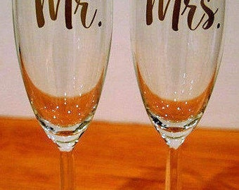 champagne flutes, his and her wedding glass, Champagne wedding glass, Mr. and Mrs. champagne glass, wedding glass