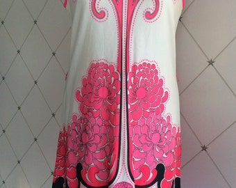 1960's ALFRED SHAHEEN fabulous printed sleeveless shift dress.