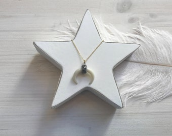 Horn necklace with diamonds
